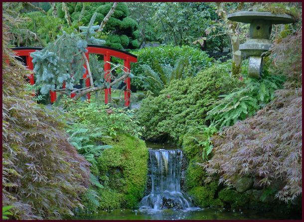 butchart gardens red bridge 2